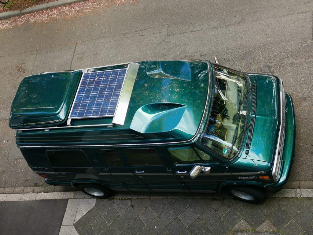Chevy G20 mit 120 Watt Polykristallinen Solarmodul auf dem Hightop